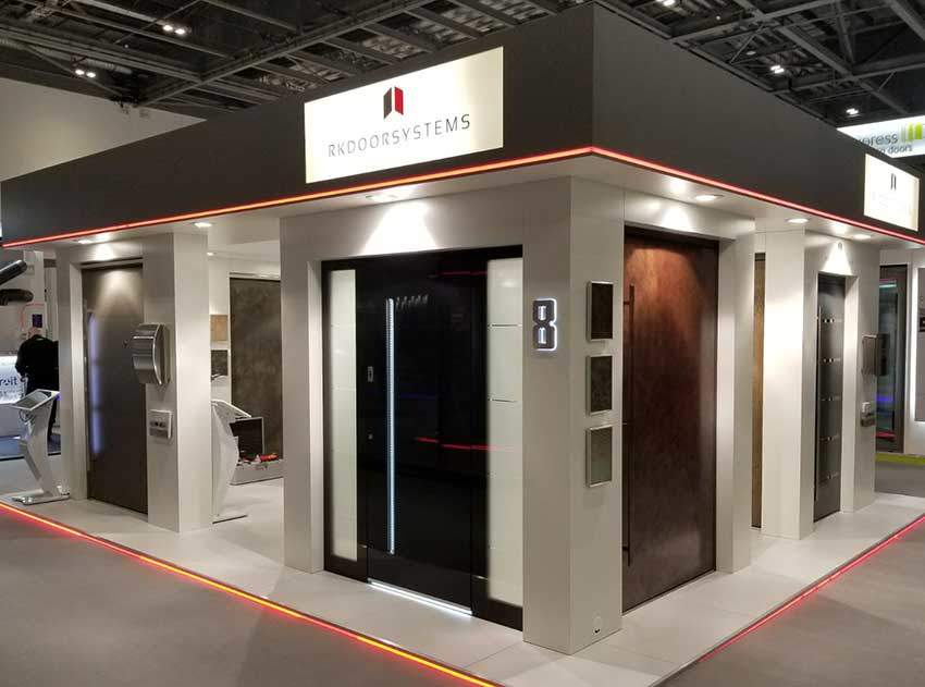 Front door showroom exhibition stand