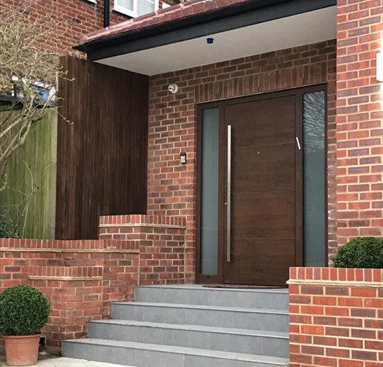 Woode effect pivot door