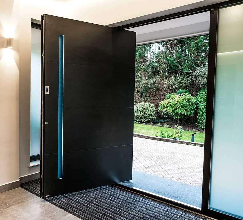 RK black pivot door