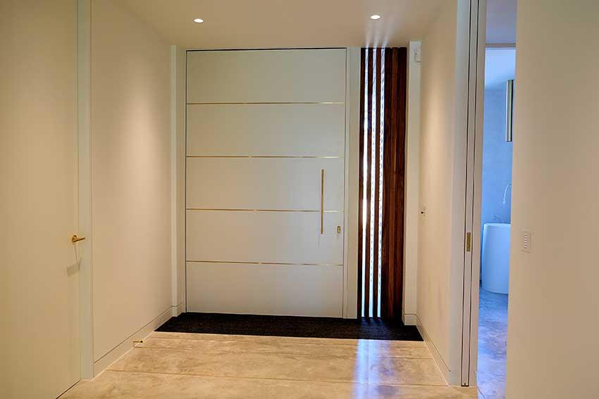 RK Pivot door inside