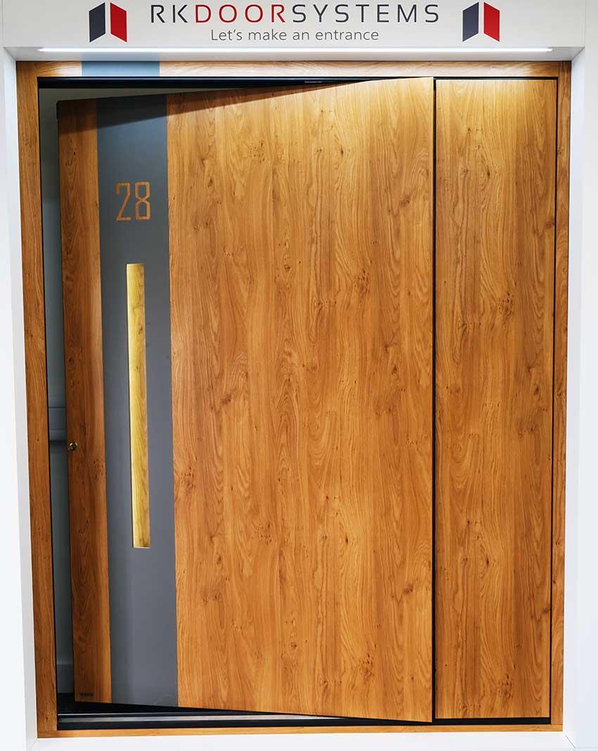 RK Pivot door wood effect aluminium
